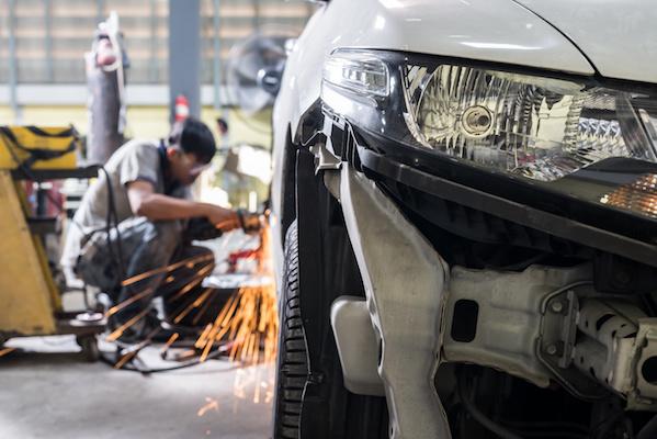 Unfallinstandsetzung / Fahrzeuglackierung